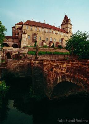Zámek v Brandýse 1999 pohled z mostu
