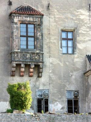 Arkýř zámku v Brandýse před rekonstrukcí