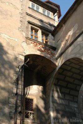 Devastující stavební úpravy zámku v Brandýse