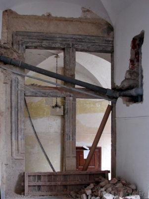 Objevení gotického okna na zámku v Brandýse